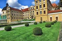 Zámek a přilehlý park v Jaroměřicích nad Rokytnou