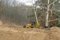 Na Lavičkách u Dalešické přehrady se odehrály velké zemní práce. Úředníci je přerušili.