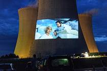 Letní promítání filmů na chladící věž Jaderné elektrárny Dukovany.