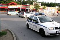 Anonym oznámil na policii bombu v obchodním domě.