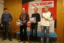 Mezi muži nad 50 let nenašel přemožitele Pavel Kratochvíl (uprostřed). V absolutním hodnocení skončil druhý za Jaroslav Vítkem. Několika závodů prvního ročníku Třebíčského běžeckého poháru se zúčastnil i místostarosta města Pavel Pacal (vlevo).