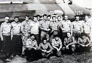 Společně. Funkcionáři, instruktoři a piloti prvního přeškolovacího kurzu na letouny Su-22.