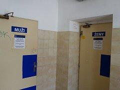 Vlakové nádraží v Třebíči. Toalety.