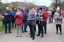 Členové spolku SOS Na skalním a jeho příznivci se v polovině listopadu opět setkali u lípy, vysazené k 100. výročí republiky jako symbol odporu proti hlubinnému úložišti u našich domovů.