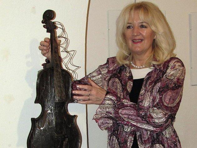 IVANA ŘÍDKÁ. Dlouholetá programová vedoucí kulturního střediska a zakladatelka Festivalu divadla 2–3–4 herců.