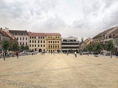 Vizualizace nové podoby Karlova náměstí v Třebíči. Poloha kašny vyznačena červenou tečkou.