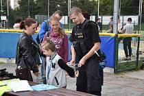 Nedělní odpoledne bylo ve sportovním areálu Na Hvězdě věnováno nejmenším sportovcům. V rámce dětského dne s IZS si zde děti vyzkoušely mnoho aktivit a prohlédly si i sanitku, hasičský nebo policejní vůz.