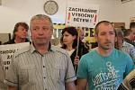 Odpůrci úložiště na setkání se SÚRAO ve Valči.