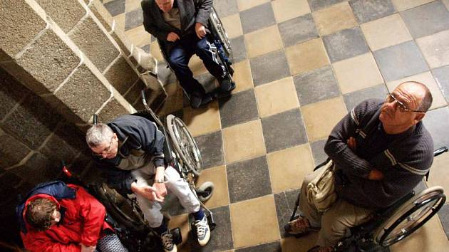 Na 85 handicapovaných lidí včetně patnácti vozíčkářů se v úterý sešlo v Třebíči.