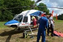 Letecky byl muž transportován do brněnské nemocnice.