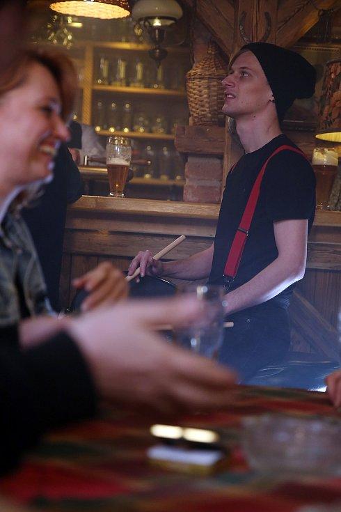 Natáčení videoklipu k písni Pijácká z alba Radosti života kapely Čechomor.