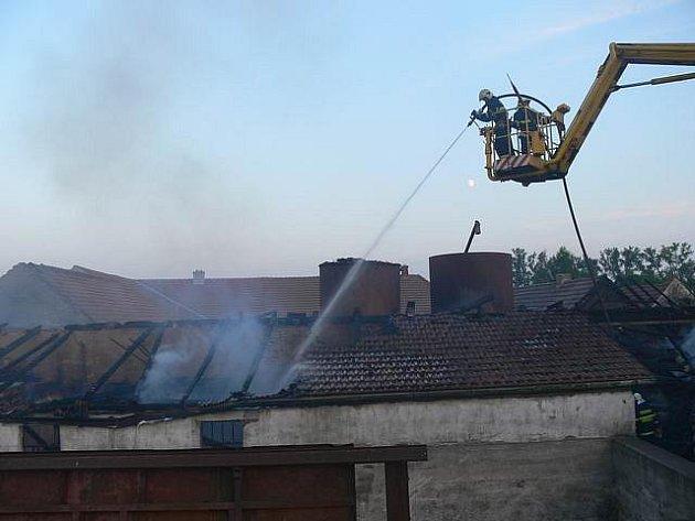 Škodu dva miliony korun napáchal požár, ke kterému došlo ve čtvrtek v Sedleci na Třebíčsku.