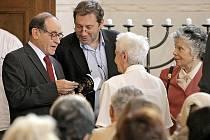 Zapálením sedmiramenného svícnu neboli menory a minutou ticha za šest milionů obětí holokaustu byl v Zadní synagoze ve čtvrtek slavnostně zahájen již sedmý ročník Třebíčského židovského festivalu.