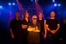 Skupina Root se fanouškům black metalu představí v novém složení. Zleva: Igor Hubík basa, Honza Konečný kytara, Jiří BigBoss Valter zpěv, Pavel Kubát bicí a Marek Šmerda kytara.