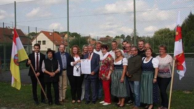 Na společné fotce jsou zastupitelé Lilienfeldu a Kožichovic společně s místostarostkou Třebíče Marií Černou.