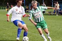 Na prahu nového ročníku fotbalové I. A třídy skupiny B jistě budou bojovat o přední místa týmy Náměště–Vícenic (v zelenobílém útočník Pavel Laštovička) a rezervy Velkého Meziříčí.