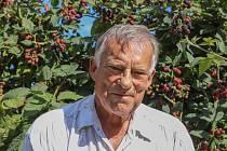 """Blažej Bobek z Třebíče má celoživotního koníčka, díky němuž se ani v důchodu rozhodně nenudí. Od klukovských let ho zajímá zahrádkaření. """"Začalo to v 50. letech na školní zahradě v Předíně. Chodil jsem do kroužku mičurinského pěstování, který vedl pan far"""