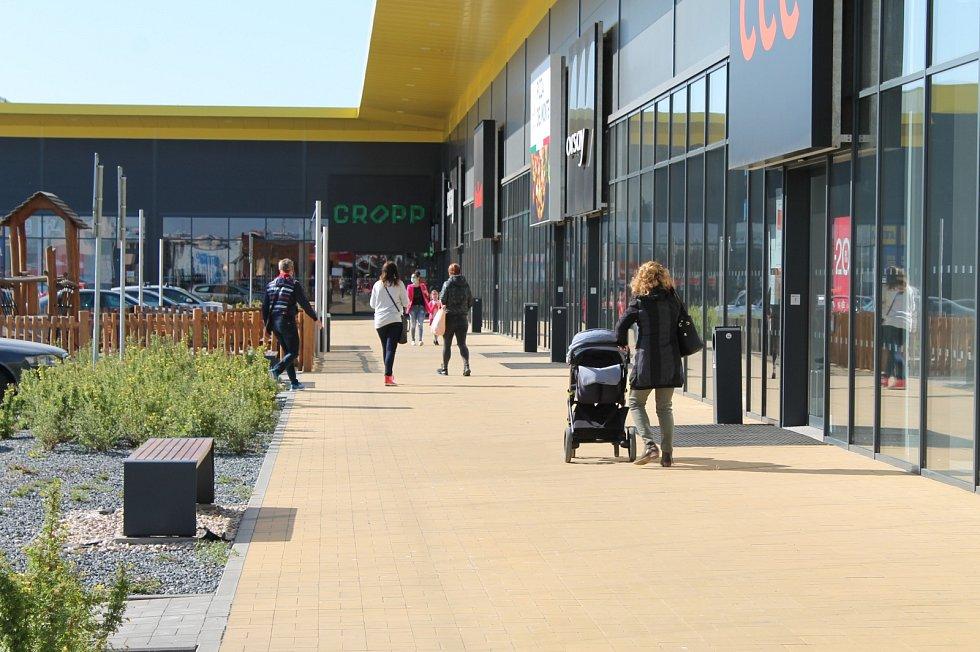 Lidé vyrazili také na nákupy do třebíčského Stop Shopu.