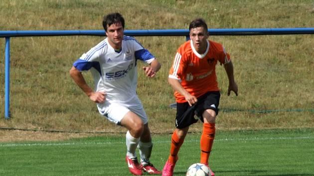 Hartvíkovice (v bílém) v záchranářském duelu doma proti Štěpánovu (2:2) dvakrát prohrávaly.
