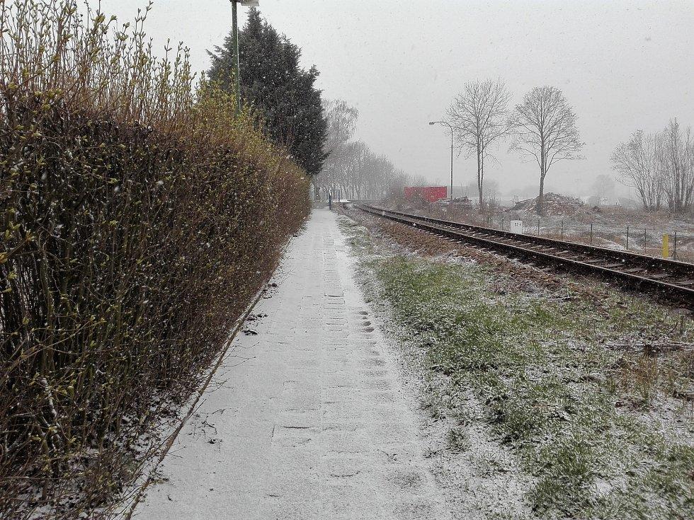 Dopolední sněžení v Třebíči v úterý 31. března.