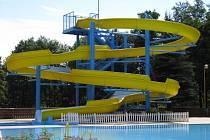 Letní koupaliště na Polance zahajuje sezónu. Kdo přijde v pátek, plave zadarmo. Koná se totiž Den otevřených dveří. Populární plovárna vítá návštěvníky v novém barevném provedení.