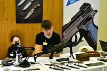 Chcete studovat výrobu zbraní? Pak se přihlaste na školu v Uherském Brodě.