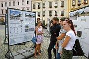 Výstava na náměstí.