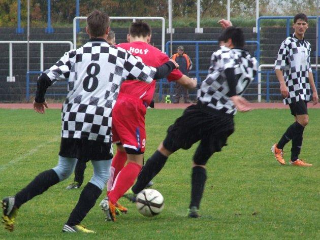 Dorostenecký útočník HFK Třebíč Lukáš Holý (v červeném) zasáhl do hry jako střídající hráč a vstřelil čtyři góly.