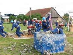 Snímek dokazuje, že hasiči z Ocmanic jdou s velkým nasazením i do okrskové soutěže.