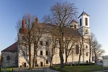 Kostel narození Panny Marie a kostel sv. Anny v Přibyslavicích, stav během obnovy.