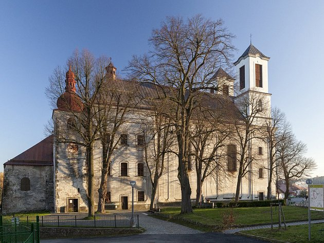 OBRAZEM: Pozoruhodné přibyslavické kostely mají nové střechy