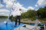 Kapitán Milan Jahoda na výletní lodi Horácko na Dalešické přehradě,