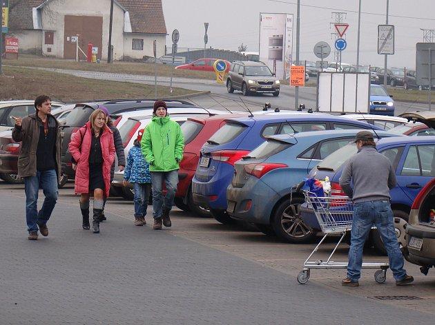 Nákupní shon o čtvrté neděli adventní ve StopShopu v Třebíči.