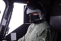 Noví piloti si vyzkoušeli i kokpity vrtulníků.