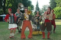 Sergent Pépér.  Francouzská kapela opět vystoupí na Folkových prázdninách.