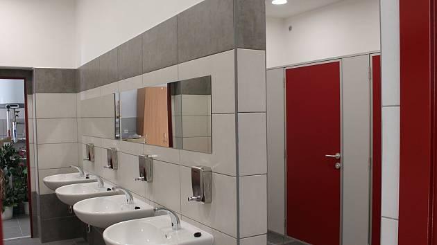 Radnice nechává sladit vzhled veřejných záchodů. A zpoplatní je