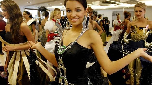 Nejmladší finalistka soutěže o královnu krásy Jitka Válková pochází z Náramče na Třebíčsku.