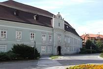 Moravskobudějovické muzeum sídlí v prostorách zámku v samém centru města.