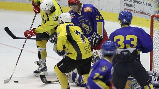 Moravské Budějovice (ve žlutém) porazili ve svém posledním přípravném utkání na třebíčském ledě Jindřichův Hradec vysoko 10:2.