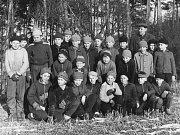 Ekotechnické centrum Alternátor shromáždilo neznámé historické fotografie z třebíčské čtvrti Borovina i z bývalé obuvnické továrny. Kdo rozpozná kohokoli na tomto snímku, ať prosím napíše na adresu ludek.mahel@denik.cz či zatelefonuje do redakce.