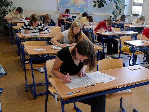 Na některých středních školách a gymnáziích proběhne druhé kolo zkoušek.