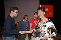 Studenti Tibor Ďurický, Miloš Fröhlich a Roman Frič ze střední školy řemesel v Třebíči zvítězili v celorepublikovém finále soutěže Co víš o energetice.