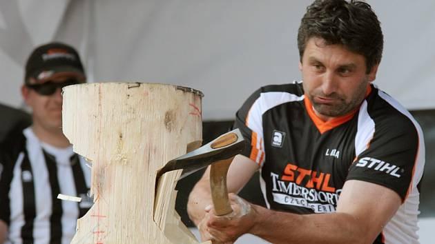 Soutěž dřevorubců v Borovině.