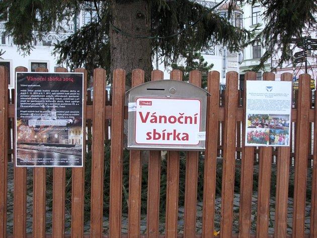 Město Třebíč vyhlásilo tradiční vánoční sbírku. Pro peněžité dary je občanům k dispozici zapečetěná schránka a bankovní účet.