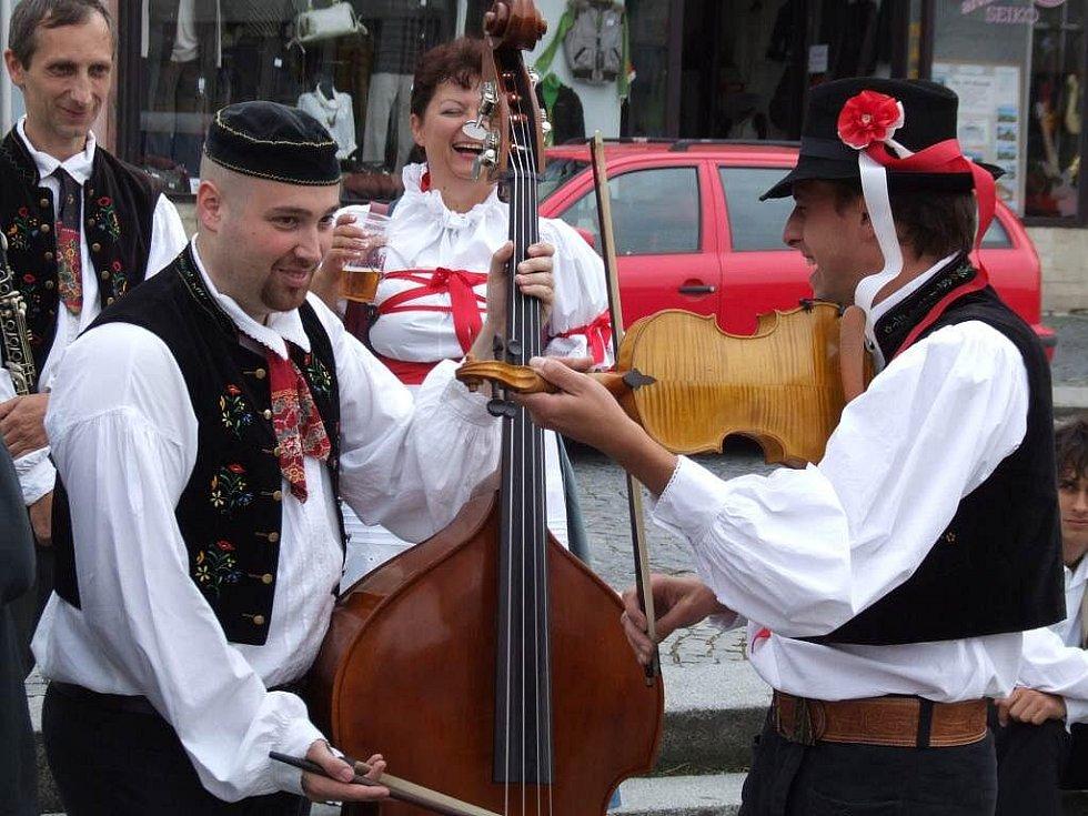 Již XI. ročník přehlídky lidového zpěvu, tance a hudby proběhl v sobotu 12. září na Karlově náměstí.
