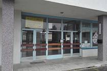 Nepotřebný rozsáhlý objekt bývalé základní školy v Okružní ulici v Třebíči Borovině může mít brzy nové využití. Třebíčské zastupitelstvo totiž schválilo prodej tohoto městského majetku.