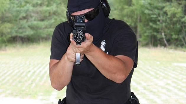 Policisté ze Speciální jednotky Dukovany dostanou nová páčidla a kombinézy.