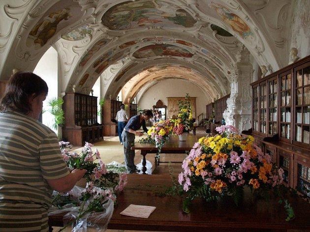 Výstava Zámek plný květin v Náměšti nad Oslavou.