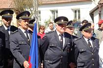 Slavnostní svěcení nového hasičského vozidla v Rudíkově 19. dubna 2009. Novou cisternu na podvozku Liaz dostal sbor od Hasičského záchranného sboru kraje Vysočina.