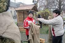 Betlém s postavami v životní velikosti opět stojí v Jakubově u Moravských Budějovic.